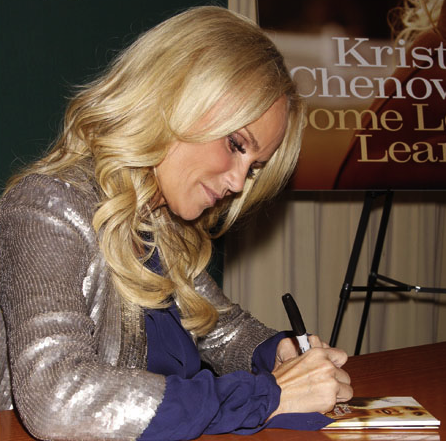 Kristin Chenoweth Signs New Album at Barnes & Noble