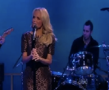 STAGE TUBE: Kristin Chenoweth Performs 'Fathers and Daughters' on The View!